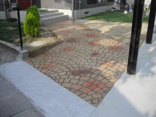 ステンシルコンクリートのアプローチ
