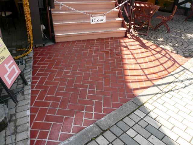 階段前工事施工後