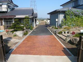 アスファルト舗装とスタンプコンクリートの組み合わせ