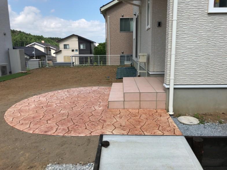 サークル型のアプローチ スタンプコンクリート