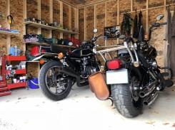 木製バイクガレージ内部