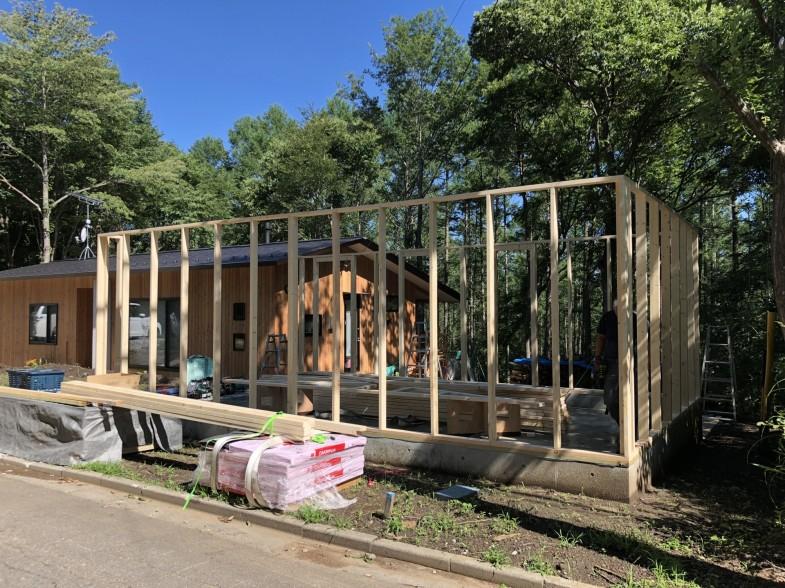 佐久市 テラス付きの木製輸入ガレージ