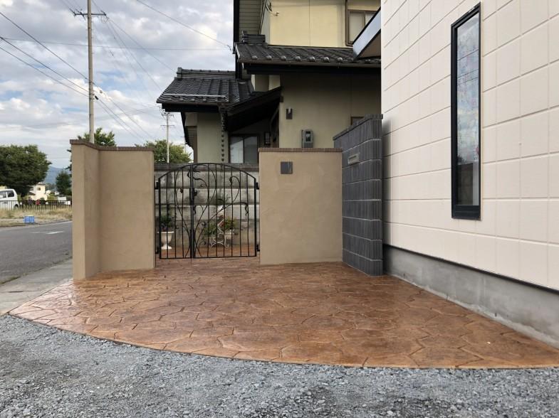 スタンプコンクリート 門柱 塀 完了 佐久市