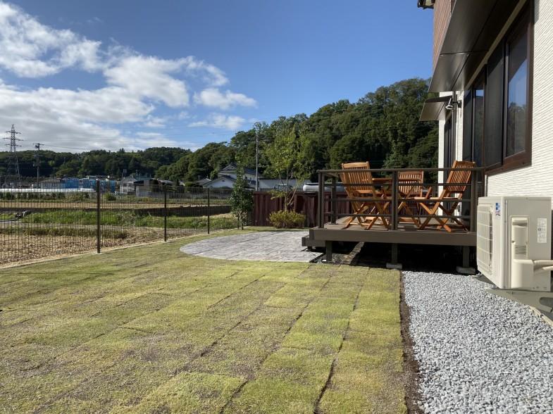芝生 植木 スタンプコンクリート ウッドデッキ