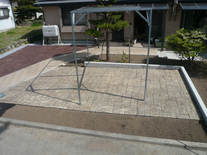 佐久市・S様邸 アプローチ改修工事・スタンプコンクリート・駐車場