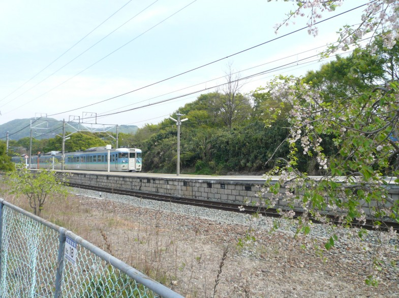 現場から見える風景・滋野駅・電車