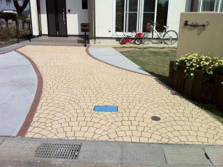 リフォームクリート(吹付け工法)で再施工したアプローチ