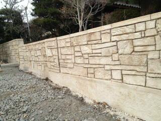 モルタル造形で仕上げたブロック塀