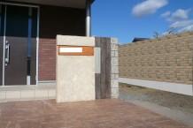 デザイナーズウォール モルタル造形の門柱